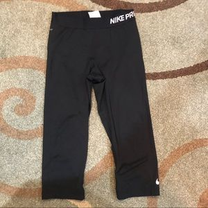Nike Capri Dri-fit leggings black size M